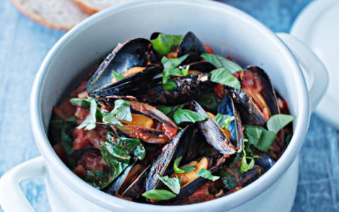 Mussels in Tomato and Spinach Sauce