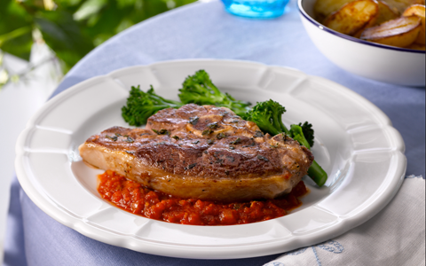 Lamb Chops with Tomato and Smoked Paprika Sauce