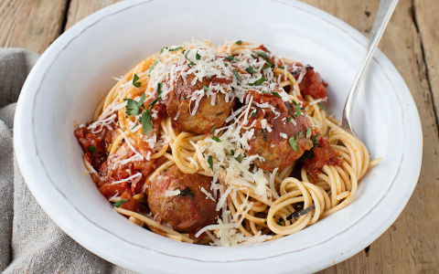 Meatballs with Spicy Tomato Sauce and Spaghetti