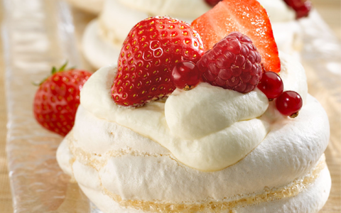 Meringue with Summer Fruit