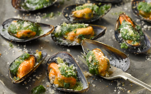 Mussels Grilled with Pesto