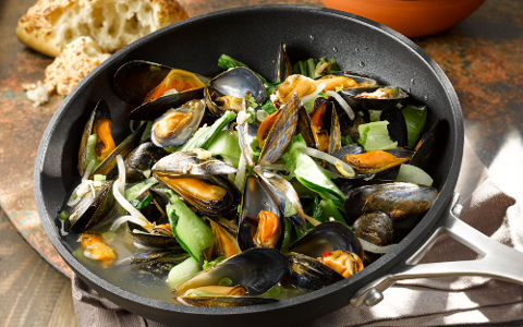 Mussels with Pak Choi and Beansprouts