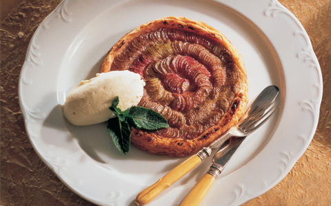 Rhubarb Tart with Whiskey Cream