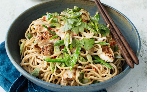 Stir-fry Chicken with Coconut Milk and Noodles