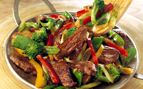 Stir-fry Strips of Lamb with Peppers and Broccoli